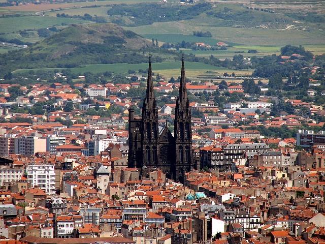 Clermont-Ferrand met de Kathedraal Notre-Dame-de-l'Assomption