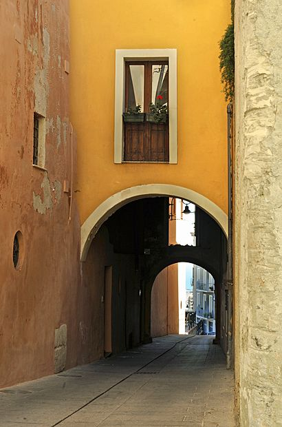 The Sardinia Blog > The colours of Cagliari