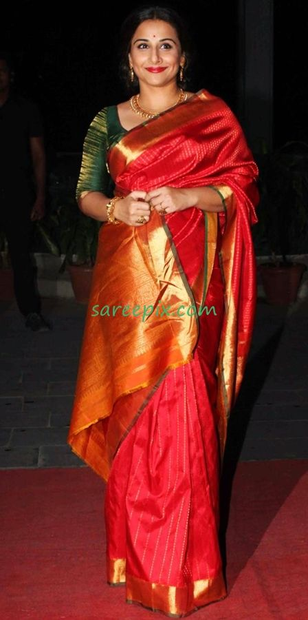 Vidya balan in kanjeevaram silk saree pics at Hitesh-Tulsi wedding reception. She was gorgeous in silk saree with gold jewellery.