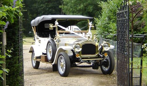 Old and feshioned car for wedding