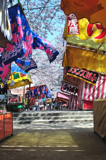 お祭りの露店。Typical Japanese festival stalls often on the precincts of Shinto shrines.
