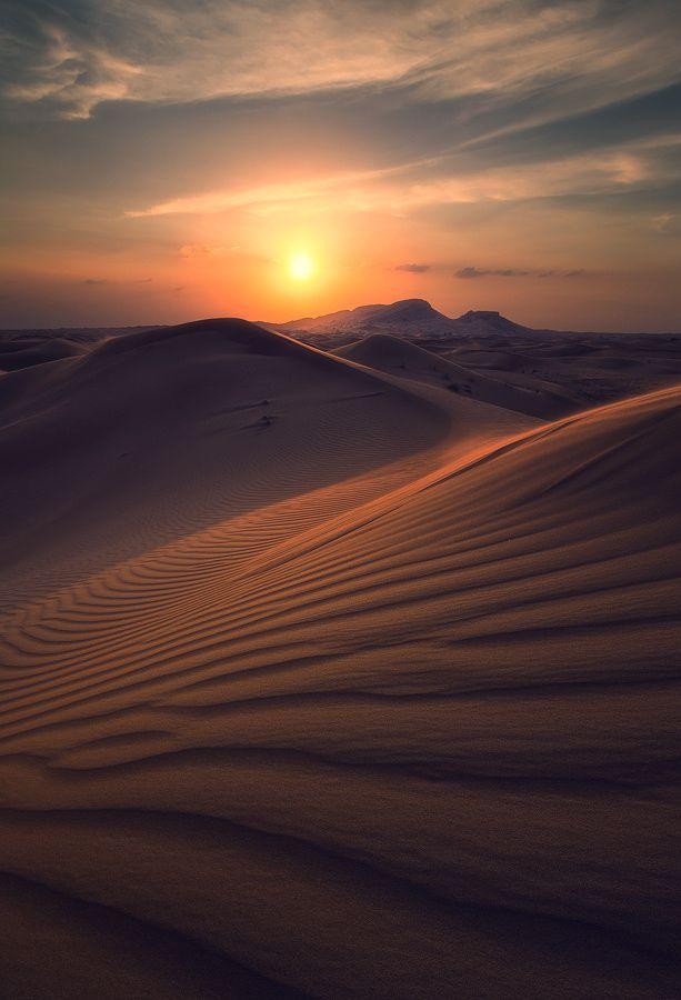 Siempre guardo imágenes llenas de color, de vida, pero ahora quiero demostrar la belleza oculta de los lugares desiertos, porque lugares como estos tienen la extraña cualidad de guardar sus virtudes pero a la vez exhibirlas, la paz, la sensación de sentir la brisa que choca contra tu cara sin ningún obstáculo, la calidez de los rayos de sol... Este es el mejor ejemplo, de que las mejores cosas son invisibles a los ojos