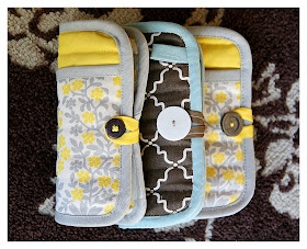 Diy emergency clutch made from a pot holder