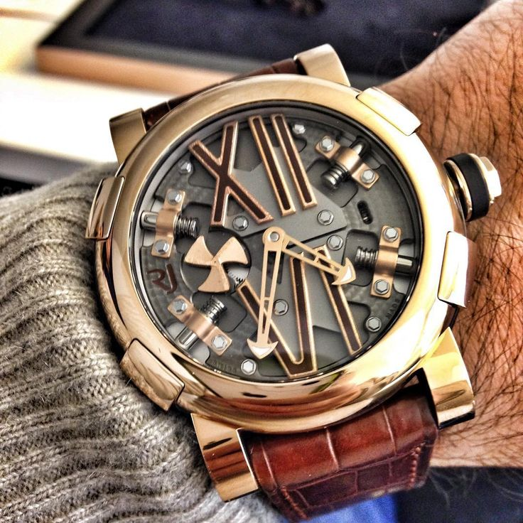 This is some serious heavy metal. 50mm of rose gold by RJ Romain Jerome and it looks damn cool!!!