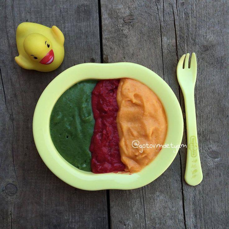 Изучаем цвета🎨 за вкусным обедом🍽 Разноцветное картофельное пюре ✅картофель 2 шт ✅небольших размеров свёкла и морковь ✅3 листа шпината ✅масло сливочное 🔻картофель отвариваем 🔻шпинат, свёклу и морковь готовим на пару 🔻делаем картофельное пюре, заправив его маслом. 🔻делим картофель на З части и в каждую из них добавляем разные измельчённые овощи ( не обязательно перечисленные, фантазируйте) 🔻подавать можно как гарниром, так и отдельным блюдом Готово✅ #gotovimdetyam_пюре