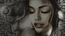 Анимации Карандашный портрет девушки, постепенно обретающий краски, рядом нарисованная карандашом роза и трещины на полотне освещаются скользящим лучом света