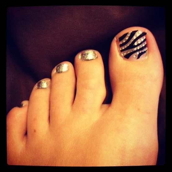 Silver crystal zebra -Fotos de Uñas pintadas como Cebras – Zebras-----pinned by Annacabella