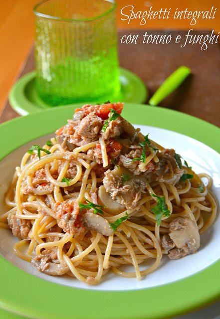 Spaghetti integrali con tonno e funghi