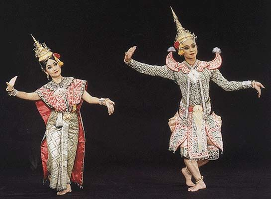 thai theatrical puppetry There are two important styles of puppetry in thai court performance nang yai ( large opaque leather shadow theatre puppetry), which has an analogue in khon .
