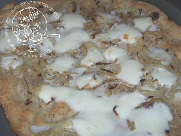 La scimmia cruda: Pizza di grano saraceno con le cipolle