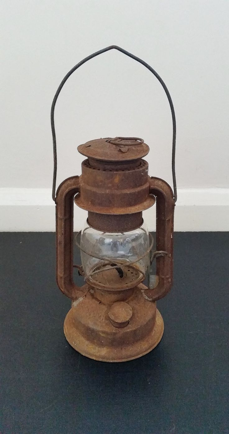 Vintage oil lantern, hanging lamp, old kerosene light ...