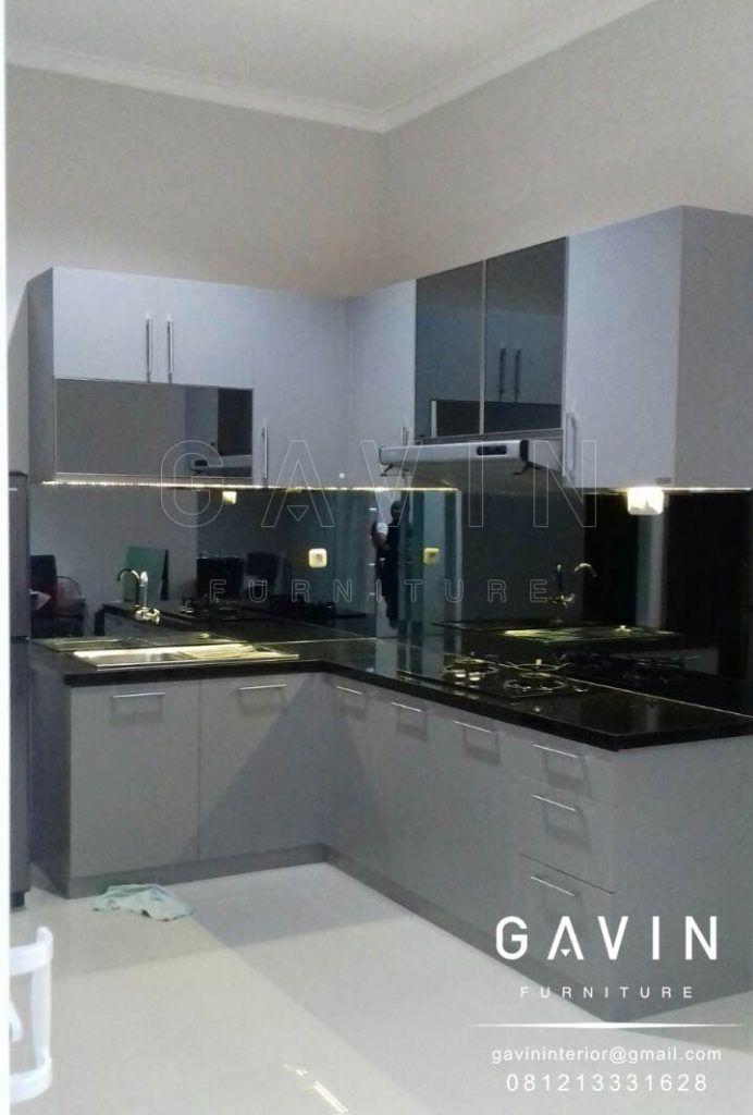 Pada Kitchen Set Menggunakan Bahan Dasar Multiplek 18 Mm Dengan