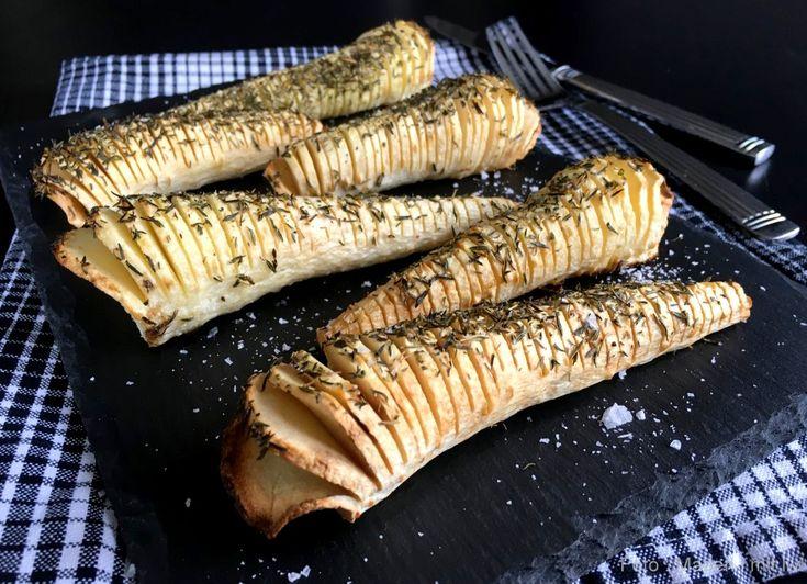 Disse her skønne pastinakker a la hasselback med timian er nemt og lækkert tilbehør til efterårs- og vintermånederne. Få opskriften lige her...
