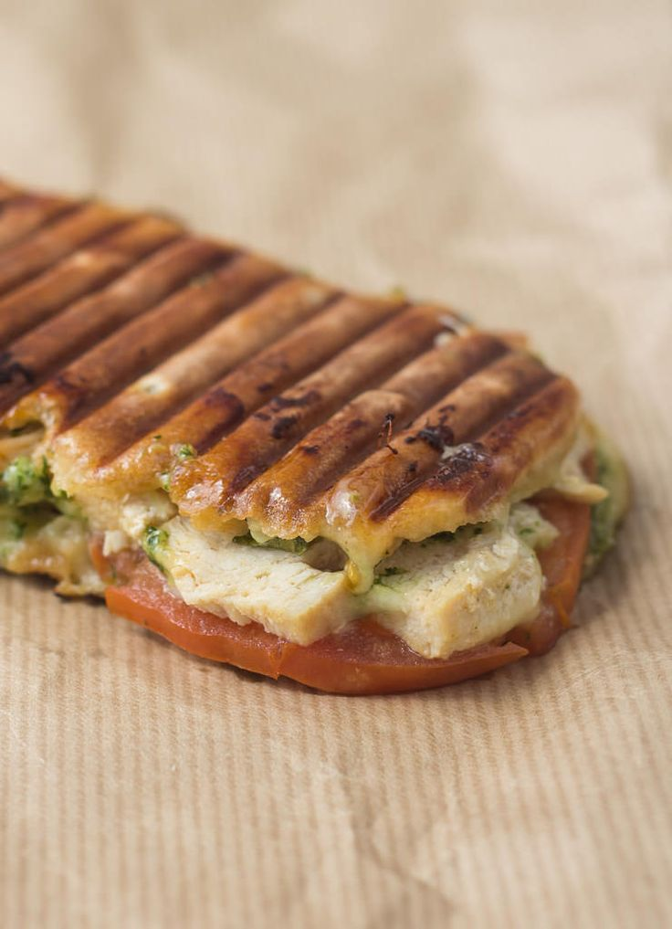 Recipe for grilled sandwich with Chicken, Pesto and Mozzarella
