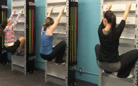 Anímate a practicar #fitwall el entrenamiento vertical que tonifica y fortalece tus músculos: http://www.superchevere.com/belleza/fitness-que-es-el-entrenamiento-vertical/
