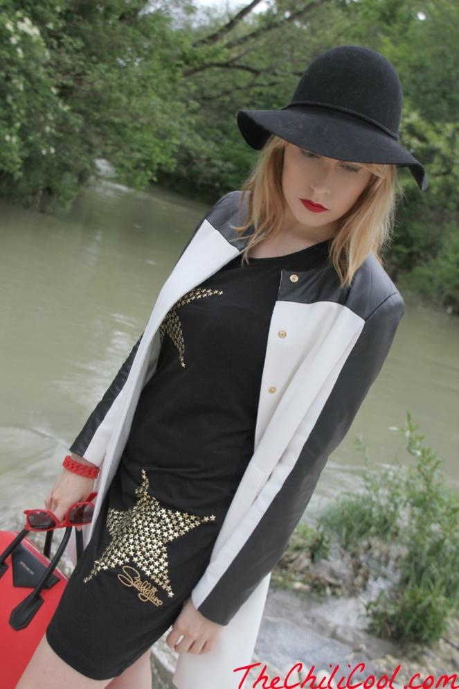 """Alessia Milanese wears """"Stellajuno Long"""" T-shirt http://www.thechilicool.com/polvere-di-stelle-su-tela-nera-con-qualche-tocco-di-rosso-qua-e-la/"""