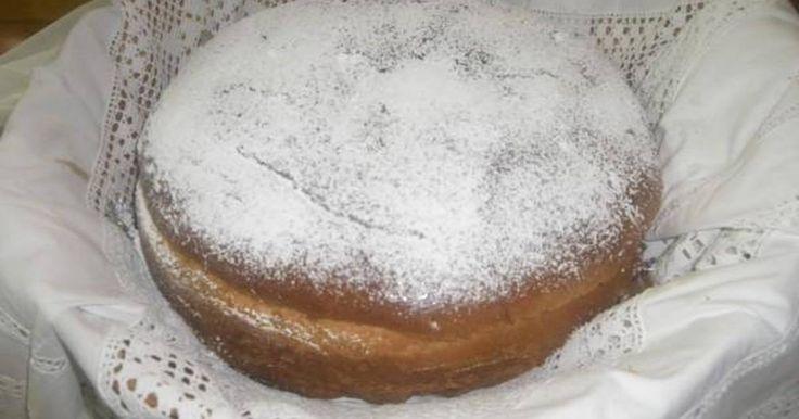 Εξαιρετική συνταγή για Αρτοκλασία της Γκόλφως. Ειναι μία συνταγή δοκιμασμένη και φτιαγμένη απο την φίλη και συνάδελφο Αριστέα που την εχει παρακαταθήκη απο την μάνα της, την κυρία Γιάννα μια απο τίς καλύτερες νοικοκυρές, ασσος στο ζύμωμα αλλα και στα γλυκά (βλάχα στην καταγωγή εχουν ζυμώσει τα χεράκια της!!!) την ευχαριστώ πολύ και εύχομαι υγεία και χαρά σε οσους την φτιάξουν, βοηθειά τους. Λίγα μυστικά ακόμα Αν την φτιάξετε απο την προηγούμενη μέρα πρέπει να την τυλίξετε με μεμβράνη για…