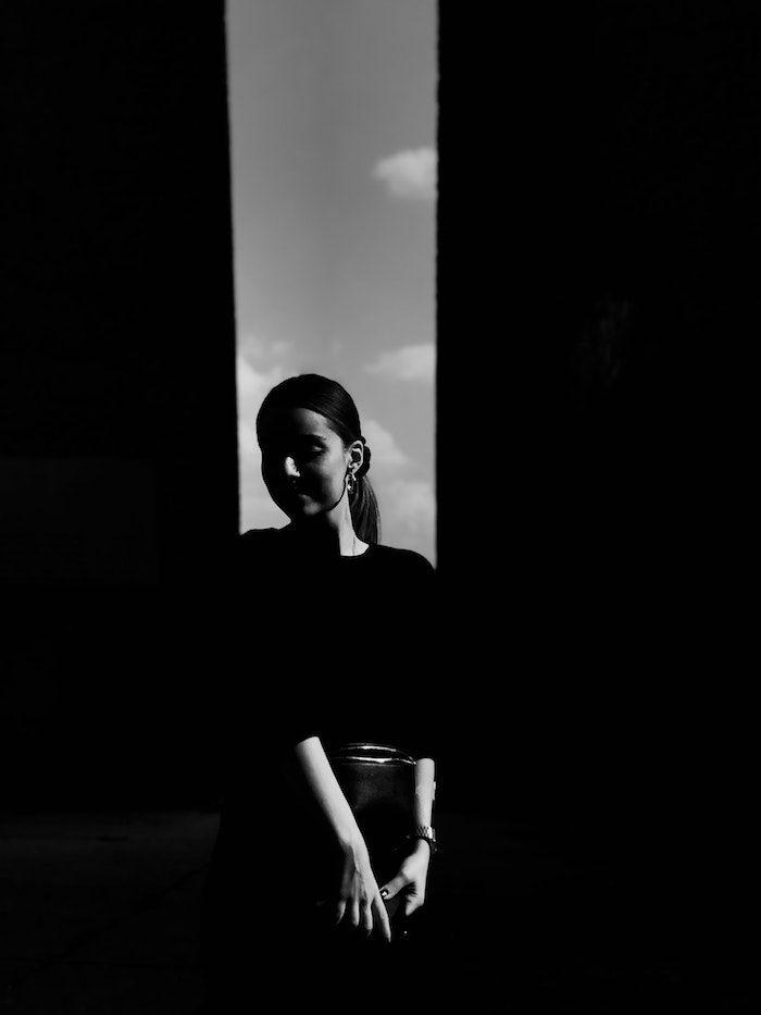 1001 Photos Pour Un Fond D Ecran Noir Et Blanc Parfait Pour Vous En 2020 Ecran Noir Et Blanc Fond D Ecran Noir Et Blanc Noir Et Blanc