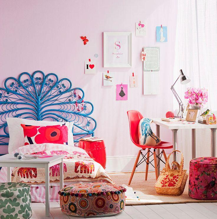 Дизайн детской комнаты для девочек: 100 фото воплощений розовой мечты http://happymodern.ru/detskie-komnaty-dlya-devochek-70-foto-voploshhenij-rozovoj-mechty/ Фантастическое изголовье кровати, напоминающее павлинье оперение