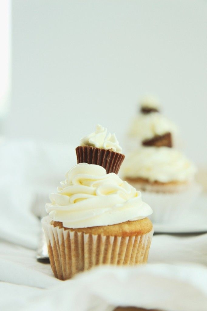 Peanut Butter Me Up Cupcakes • Le Peche Fraiche
