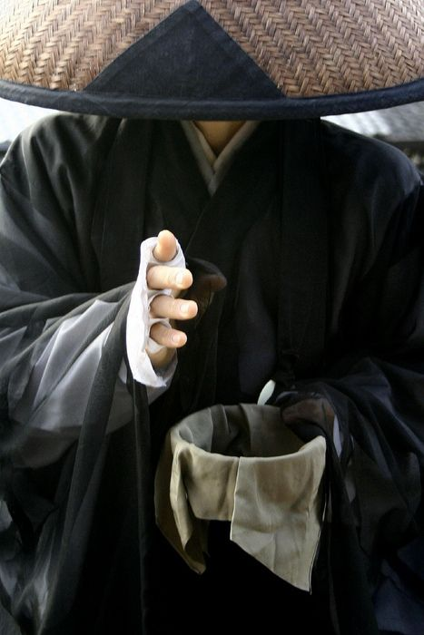 illusionsperdues: A Shuudoushi monk at the Kiyomizudera temple, Kyoto, Japan