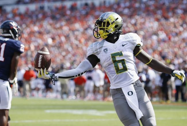 Oregon RB De'Anthony Thomas looks flips the ball to the referee after scoring the first of his three touchdowns on the day. The dynamic Thomas ran for 124 yards and three scores, while adding one catch for 28 yards.