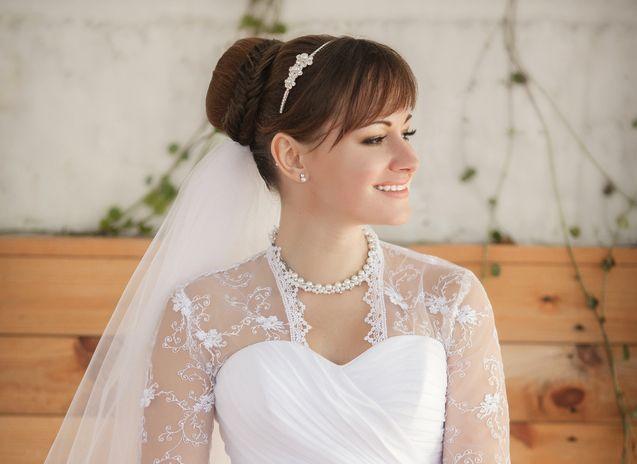 DIY - gör din egen bröllopsfrisyr! Se hur på EcoBride.se. [DIY wedding-hair-style! Go to EcoBride.se.] Photo: Sofia Andreevna.