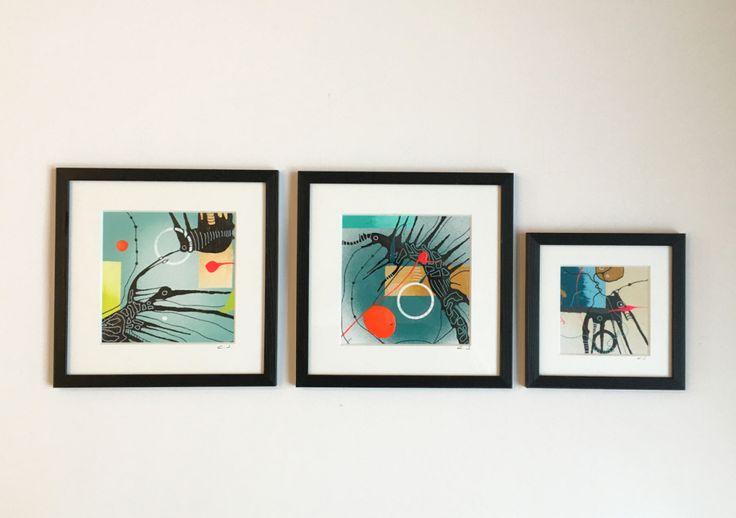 SMÅ ORIGINALE KUNSTVÆRKER! Christina Julsgaards baggrund som designer giver malerierne i rammer et grafisk og stilrent udtryk i en bite-size størrelse, der nemt kan passe ind i det individuelle hjem og indretning. Malerierne er bragt i rene og enkle trærammer med glas i minimalistisk nordisk stil, der kan værne om de lækre lyse små unika malerier i rammer som Christina Julsgaard har skabt på et lille kanvas, eller med akryl på papir. Se mere på…