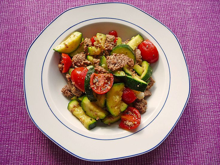 Hackfleisch - Gemüse - Pfanne, ein tolles Rezept aus der Kategorie Gemüse. Bewertungen: 89. Durchschnitt: Ø 4,5.