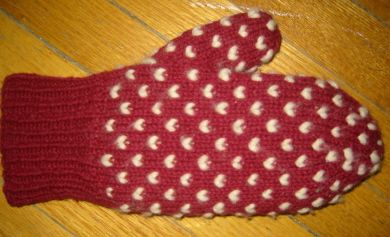 Newfoundland thrummed mittens. Detailed pattern. Use regular yarn and wool roving to make a thick fleece lining inside. Super warm!