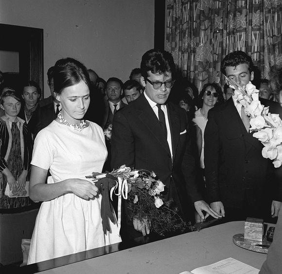 Zbigniew Cybulski z Elżbietą. USC w Sopocie (1960)