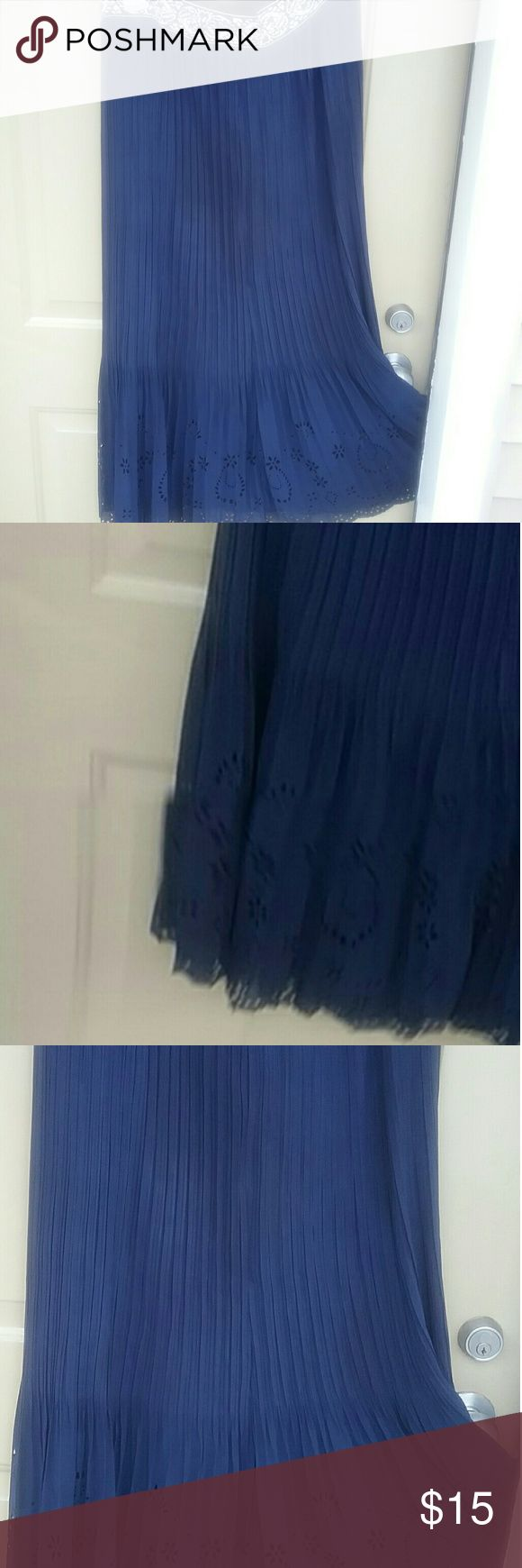 Navy Blue Maxi skirt Navy blue pleats and pretty lace bottom   plus size  lined   true  maxi       just gorgeous  the   short lining  shows through the lace making this a Hi Lo   skirt      Because of the pretty lace you can dress up or down  I'm thinking Bo  Ho        with some cute jeweled sandals Magic Skirts Maxi