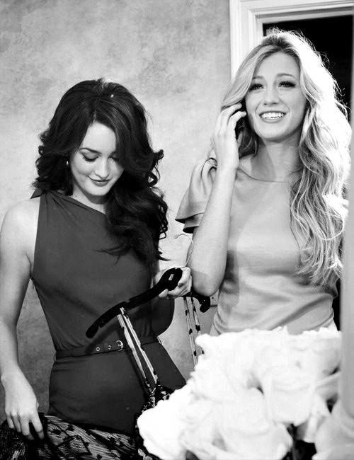 'Gossip Girl' (TV Series 2007–2012) Blair Waldorf (Leighton Meester) & Serena van der Woodsen (Blake Lively) .