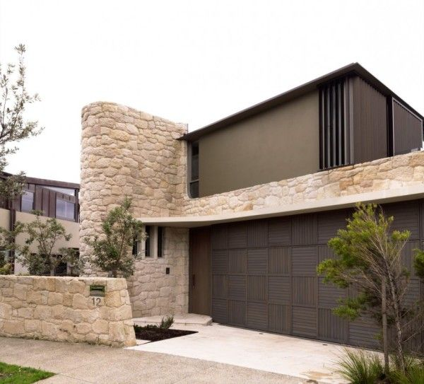 Stone Wall from Luxury Rustic House with Contemporary Design in Sydney Australia 600x543 Luxury Rustic House with Contemporary Design in Sydney, Australia