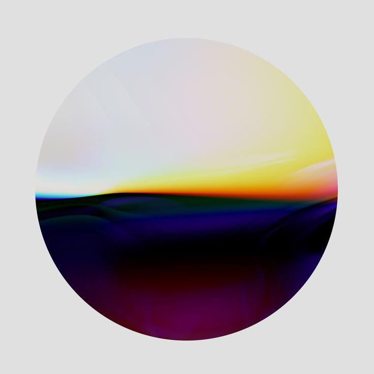 Shane Griffin prend en photo du verre défectueux et s'intéresse à la façon qu'il a de s'iriser de couleurs lorsqu'il agit comme un prisme en séparant le spectre lumineux.