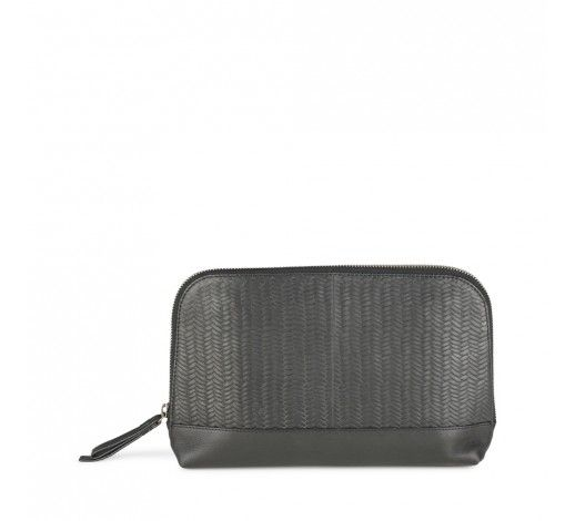 Luelle Clutch in black woven leather // Markberg