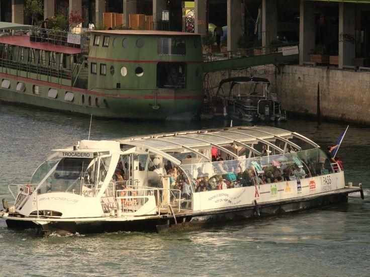 Pécresse veut voguer sur la Seine avec le passe Navigo