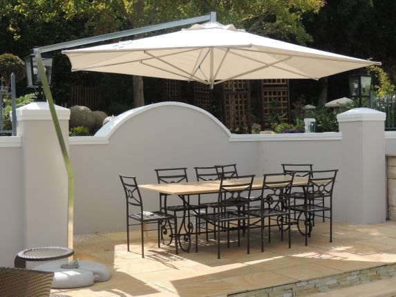 Easy to use stylish cantilever umbrella for your patio