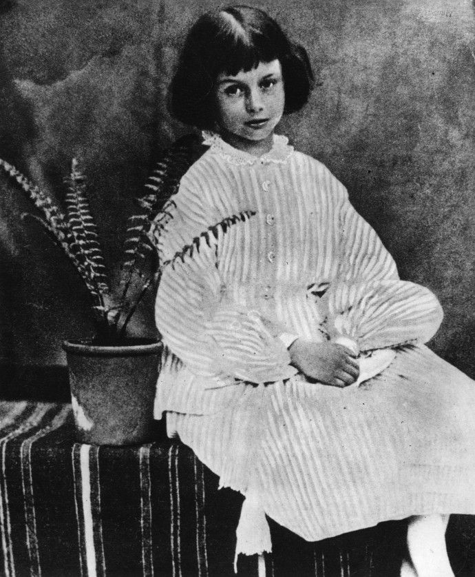 Та самая Алиса. Алиса Лидделл, прототип персонажа Алисы из книги «Алиса в Стране чудес».