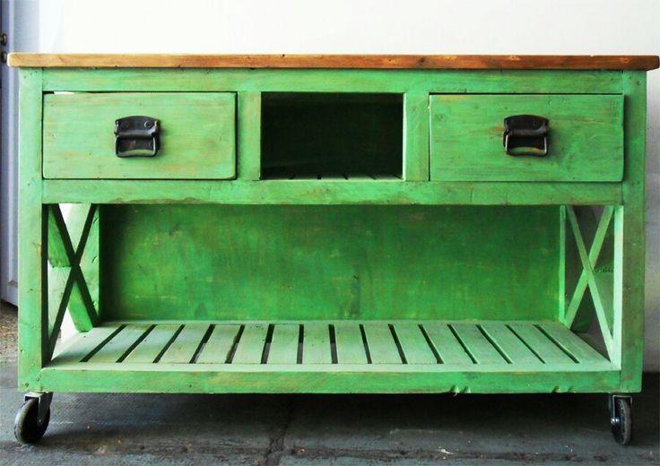 #Mueble de apoyo patinado en verde con ruedas medidas: 1.50 x 0.400 x 0.90