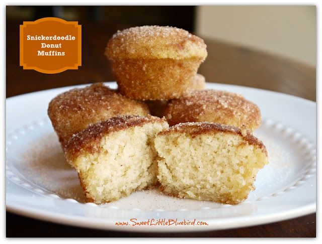 Snickerdoodle donut muffins (zonder eieren) (ingrediënten: suiker, boter, vanille extract, melk, bloem, nootmuskaat, kaneel, evt. cream of tartar/wijnsteenzuur en bakpoeder) (@ Sweet Little Blue Bird)