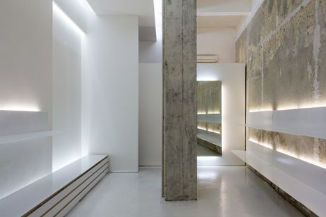 Architect elia nedkov paired exposed concrete with clean white displays for the interior of this for Exposed concrete walls interior