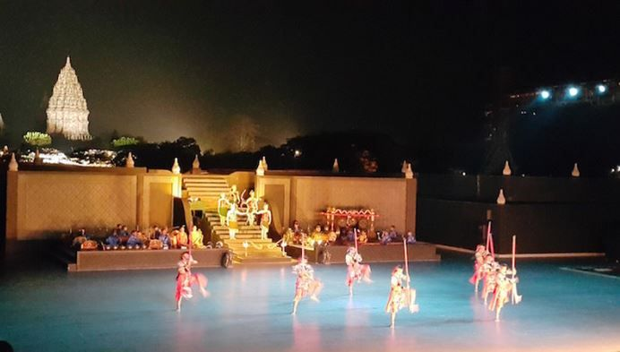 Opera and Show Ramayana Ballet in Prambanan Temple. Travel services and service between the Prambanan visit our website https://wiratourjogja.com/ or http://wiratourjogja.co.id/ and https://wiratourjogja.com/candi-prambanan/