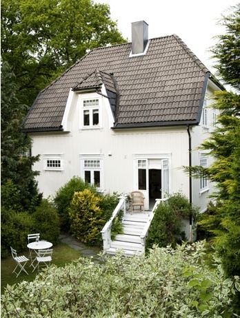 a #cosy & #traditional #house surrounded by GREEN