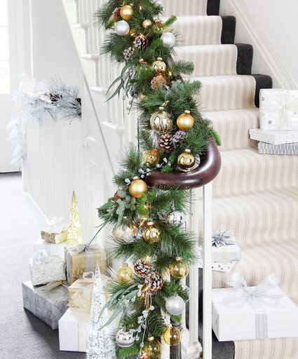 Rampe d 39 escalier noel home decoration pinterest christmas decor christmas staircase and xmas - Decoration rampe escalier ...