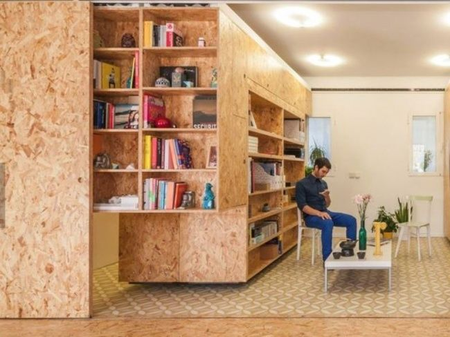 Stavebníci poznajú OSB dosky veľmi dobre. Kich vzniku prispela vysoká cena masívneho dreva atiež snaha ovyužitie odpadového dreveného materiálu.