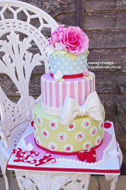 Cath Kidston cake. Love the bow and roses