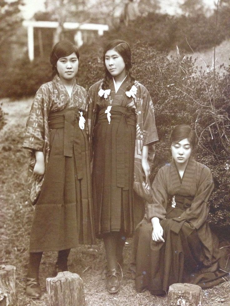 Taisho and Meiji era schoolgirls (1910s-1920s)
