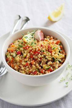 Cette salade peut servir d'accompagnement, mais c'est également un repas complet. Pas besoin d'ajouter beaucoup de sel, car le fromage et les olives sont déjà très salés. Ingrédients 1 tasse de quinoa 1/2 oignon rouge haché 1 tasse de tomates séchées, coupées en dés 1 tasse d'olives noires dénoyautées coupées ou tranchées 1 concombre coupé …