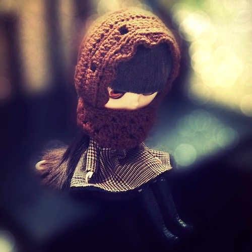 Carleesi - crocheted hoodie-cowl for a Blythe doll